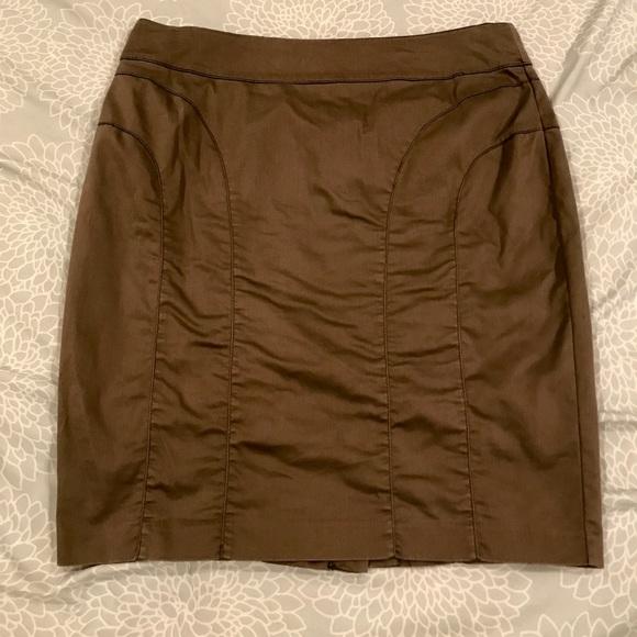 H&M Dresses & Skirts - H&M olive pencil skirt